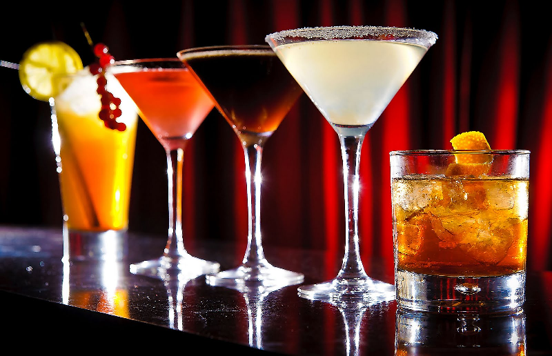 Drinki app gives free cocktails when you check in to a bar for App cocktail