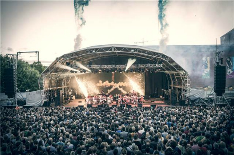 Mesmerizing performance: Björk singing at the Castlefield Bowl. Photo by Carsten Windhorst