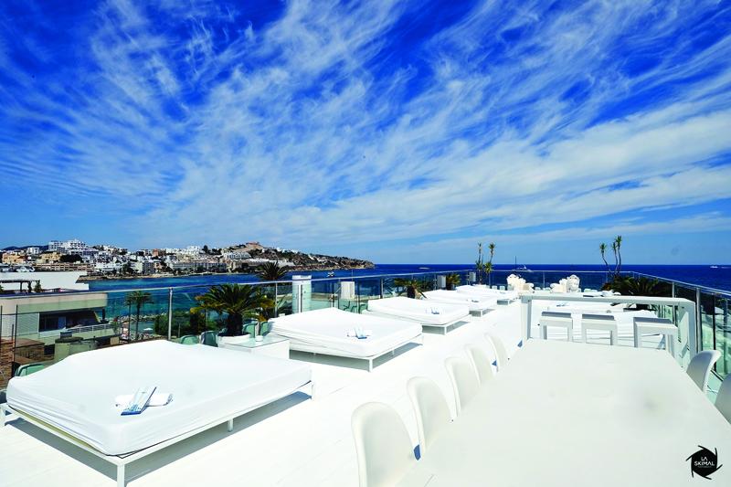 Hotel Es Vive by la skimal