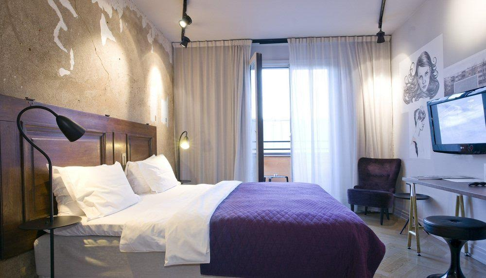 story hotel bedroom