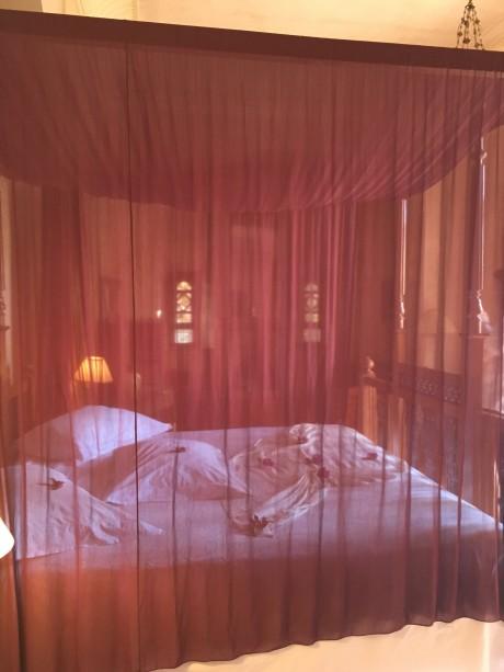 Les Deux Tour bed