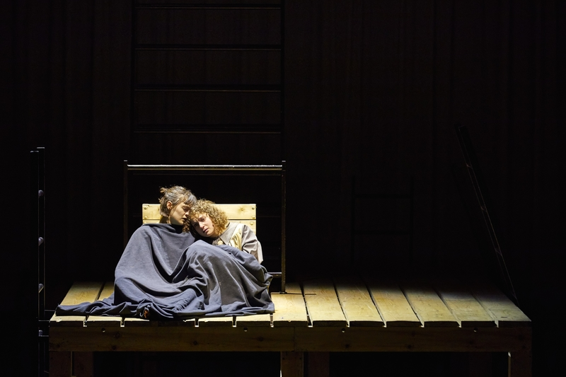JANE EYRE:  Hannah Bristow, Nadia Clifford, National Theatre. Photo by Brinkhoff/Mögenburg.