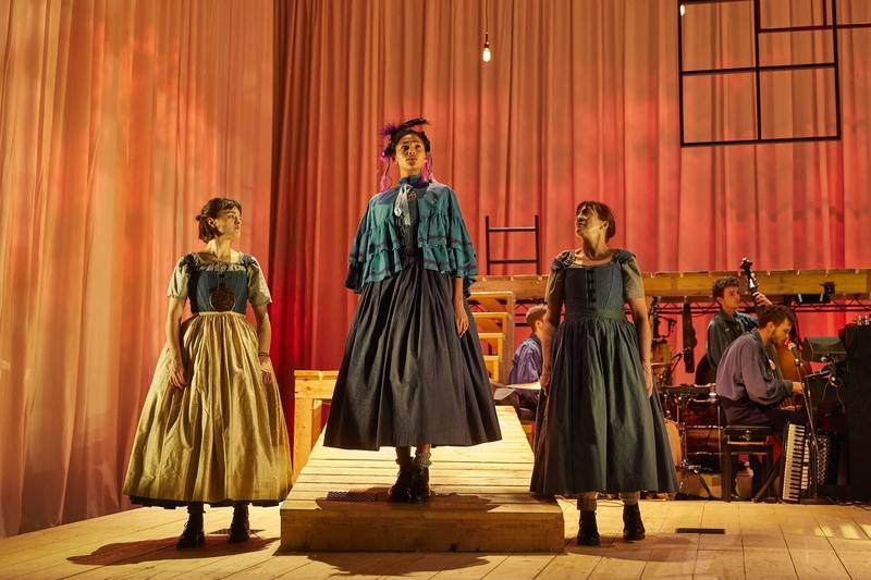 JANE EYRE: Hannah Bristow, Evelyn Miller, Lynda Rooke, National Theatre. Photo by Brinkhoff/Mögenburg.