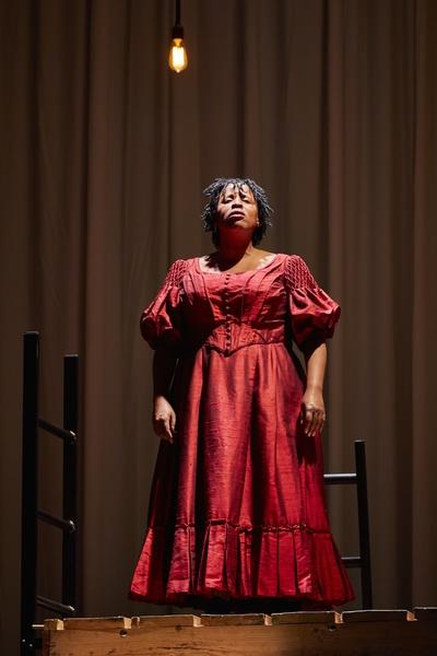 JANE EYRE: Melanie Marshall (Bertha Mason), National Theatre. Photo by Brinkhoff/Mögenburg.