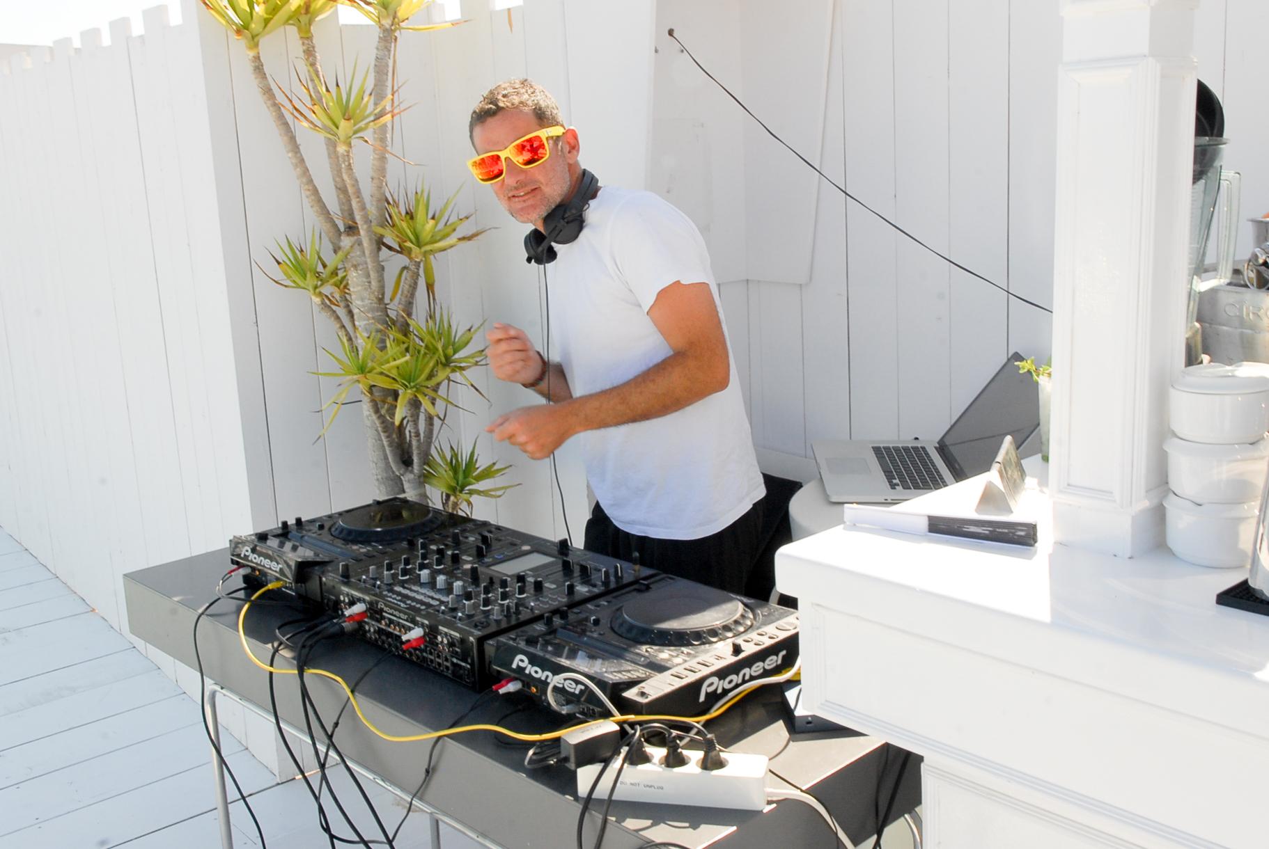 Hotel Es Vive DJ