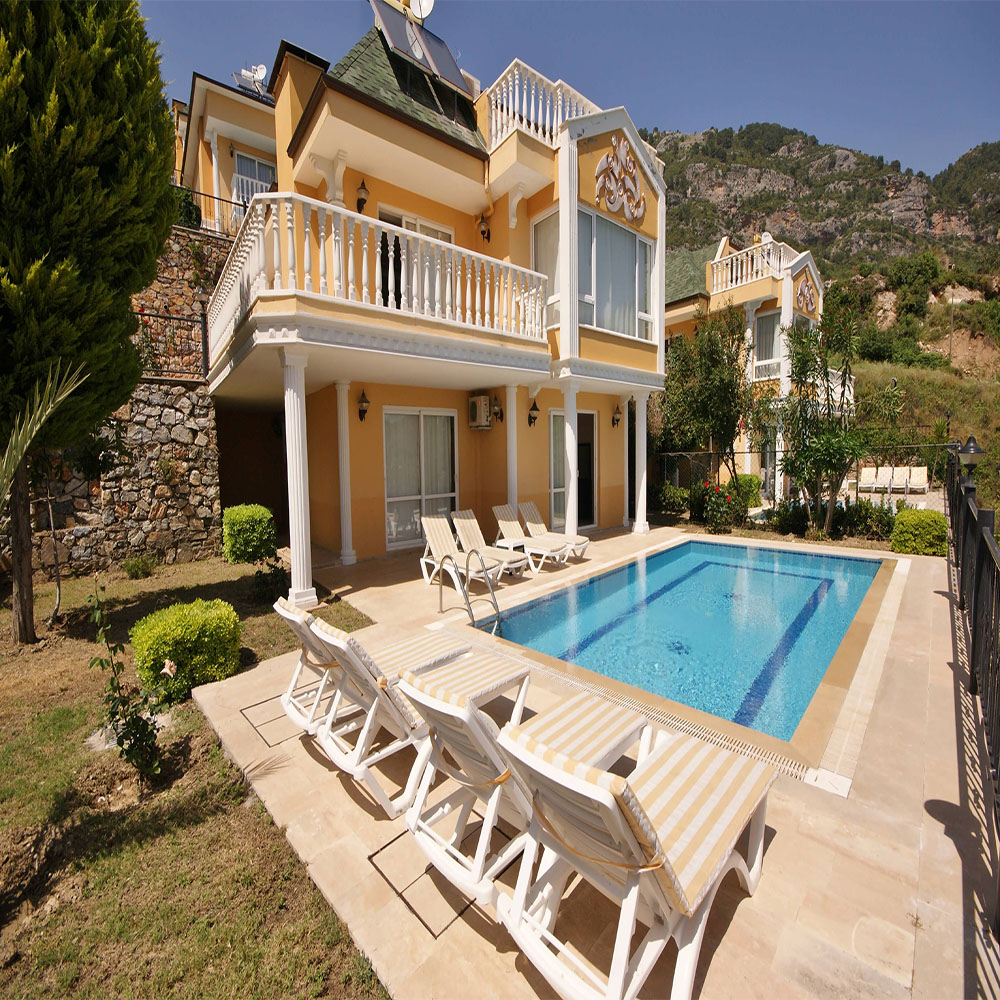 Dream Villa exterior and pool non cropped updated