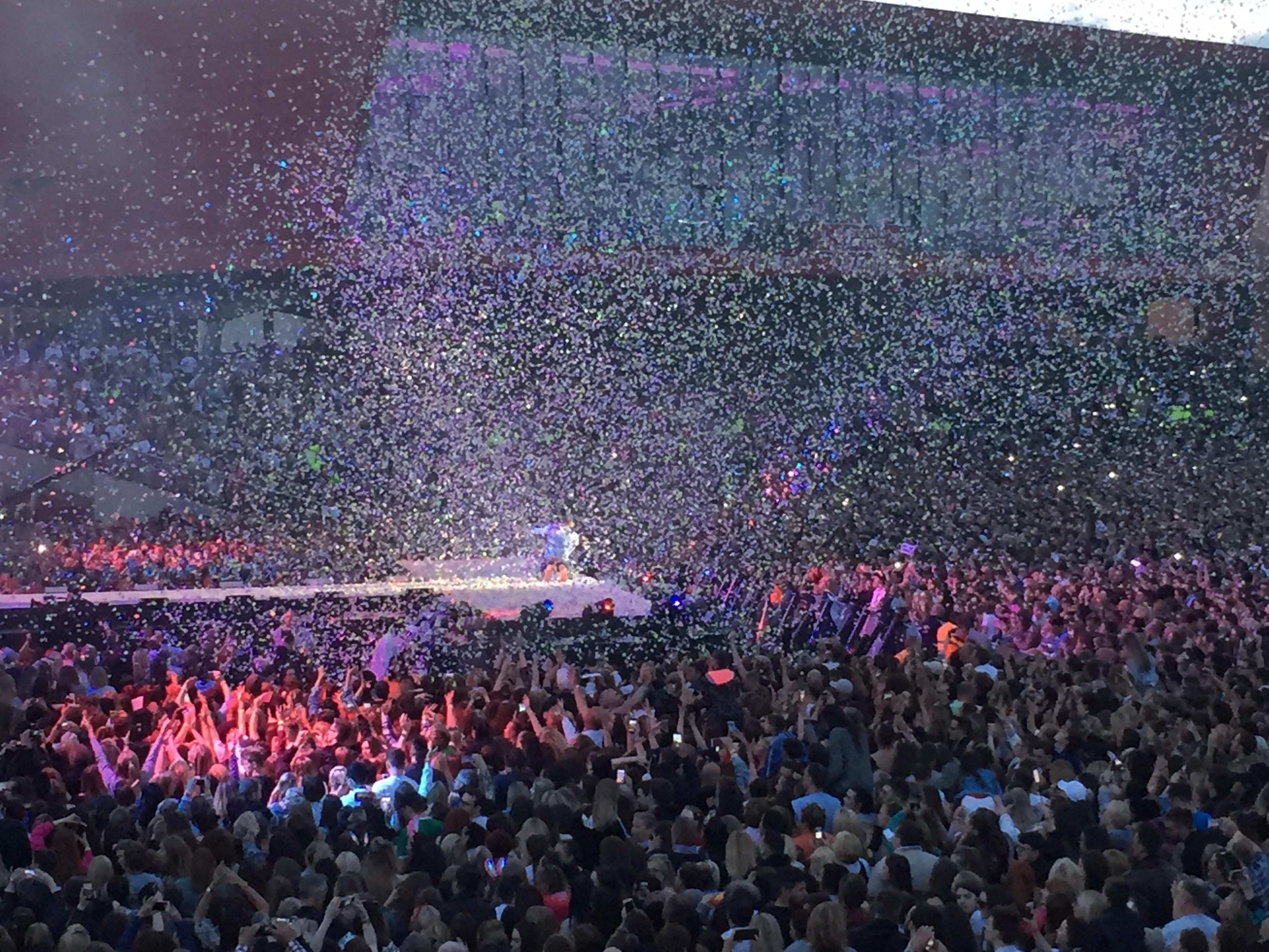 Confetti the crowd.