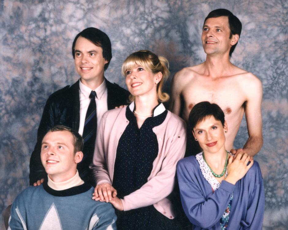 Big Train - Picture shows (L-R) Simon Pegg, Kevin Eldon, Julia Davis, Mark Heap and Amelia Bullmore