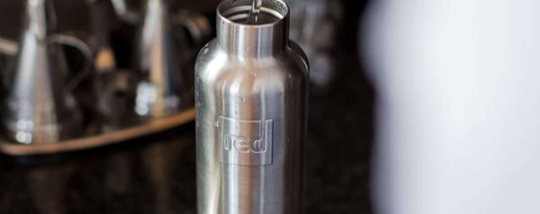 Red Original Hot and Cold Thermal Drinks Bottle: Your Summer Best Friend
