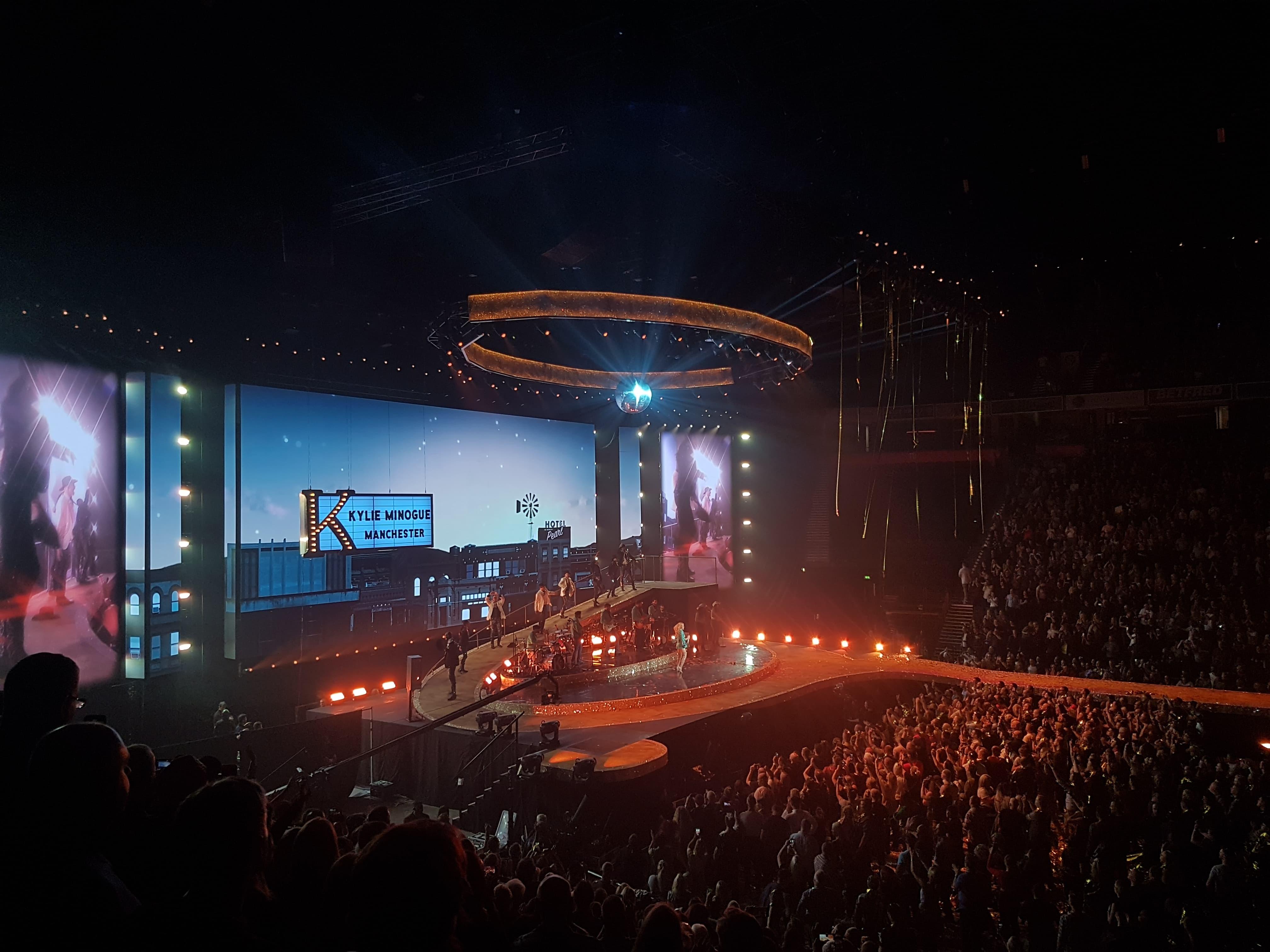 Resultado de imagem para kylie minogue golden tour sold out