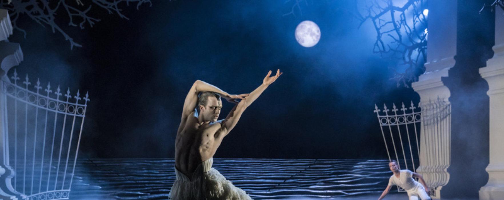 REVIEWED: Matthew Bourne's Swan Lake