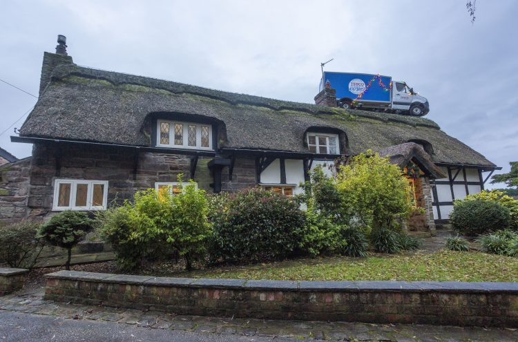 CHESHIRE: Tesco delivery van appears on roof of house in Knutsford leaving neighbours stunned