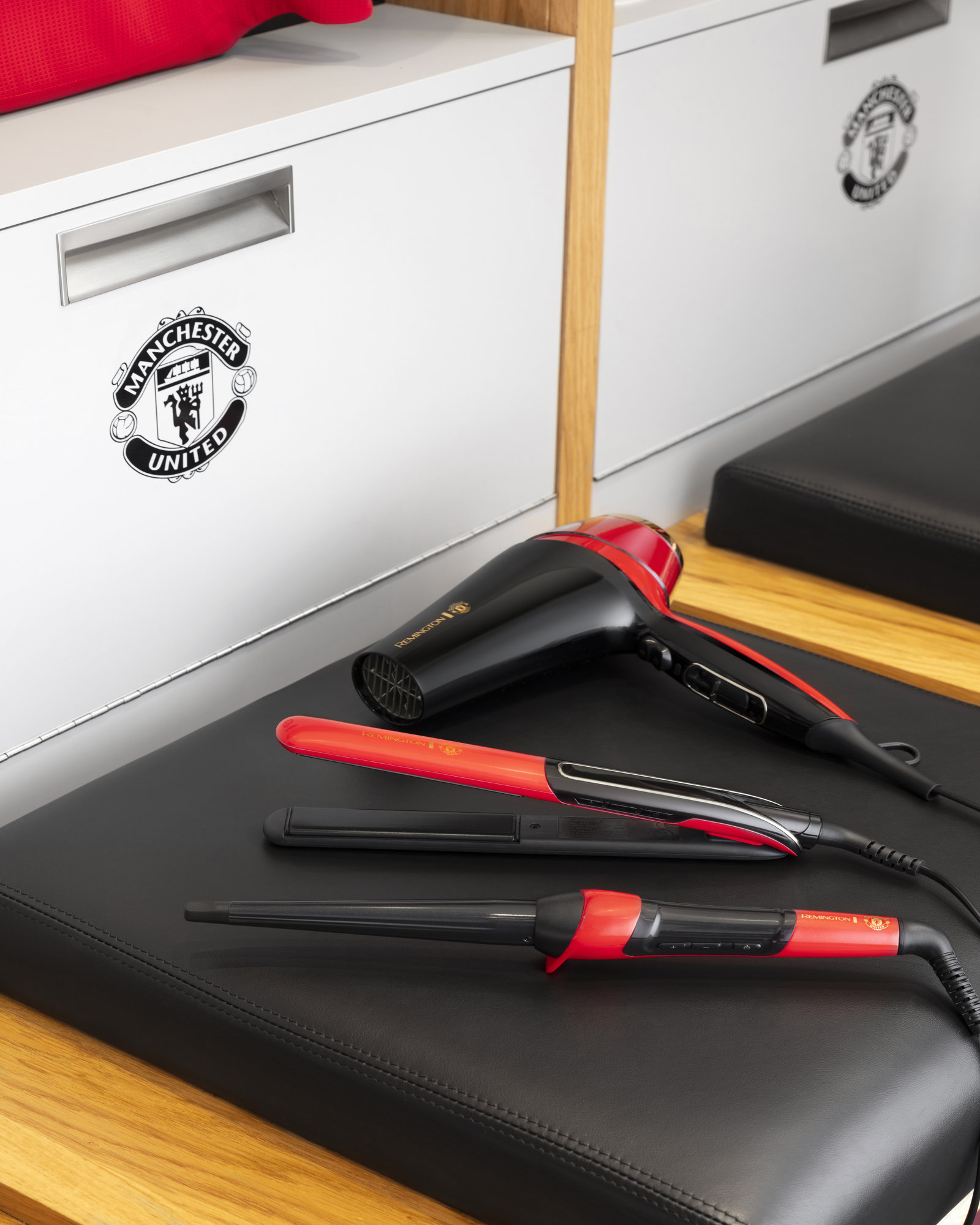 Win 1 of 10 Official Styling Collection Sets from Remington and Manchester United!