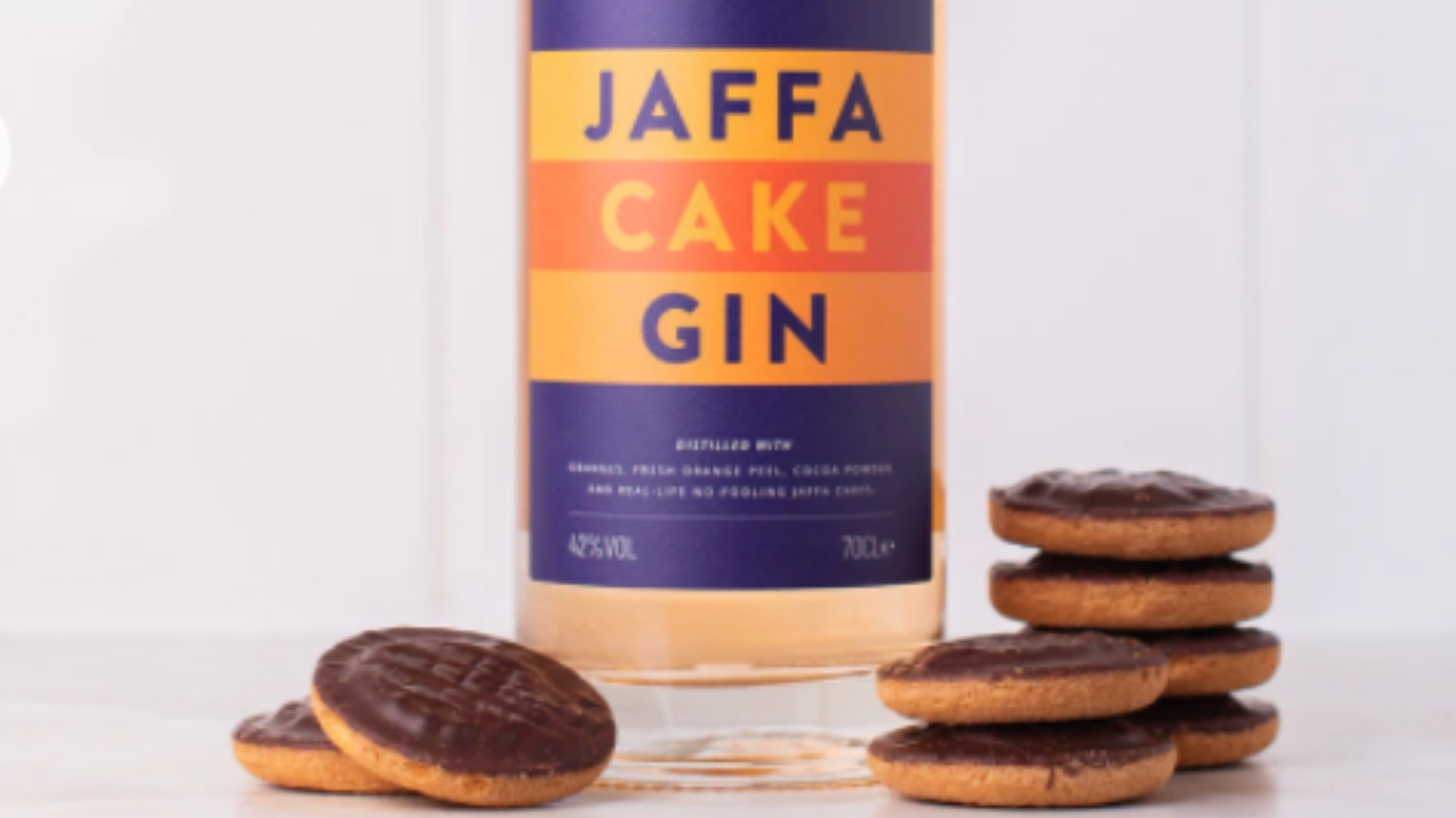 Autumnal cocktail inspo to leave you shaken and stirred! Jaffa Cake Gin.