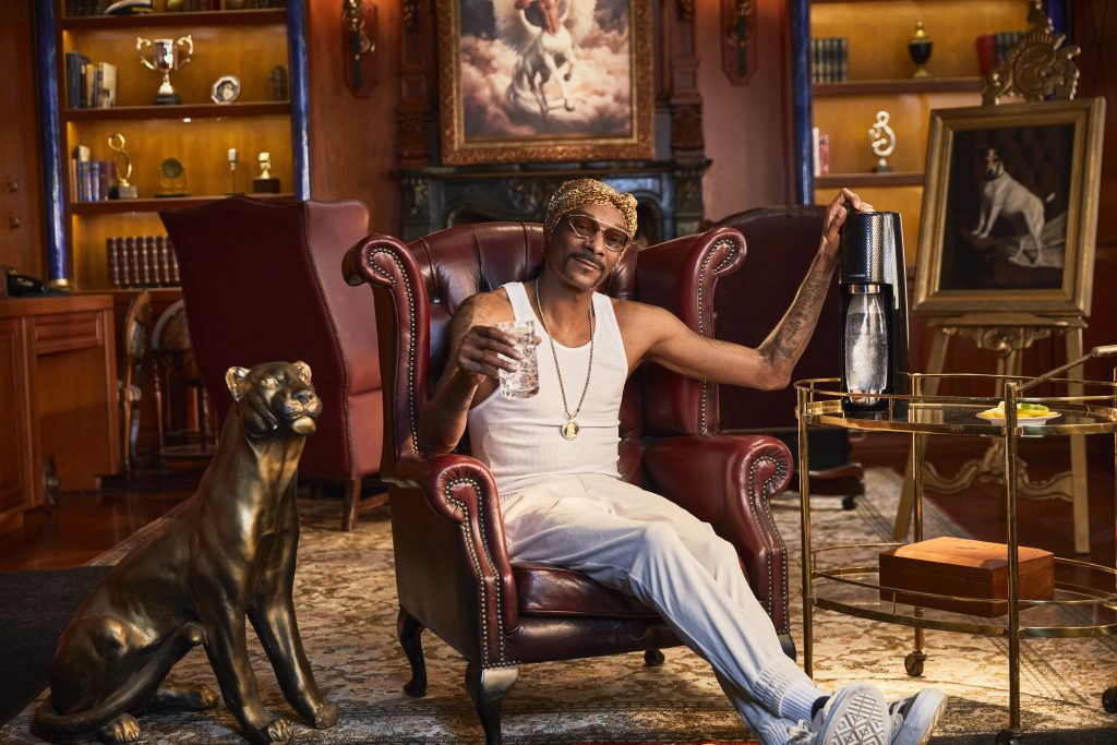 Snoop Dogg is starring in a hilarious new ad - snoop dog sitting on a chair