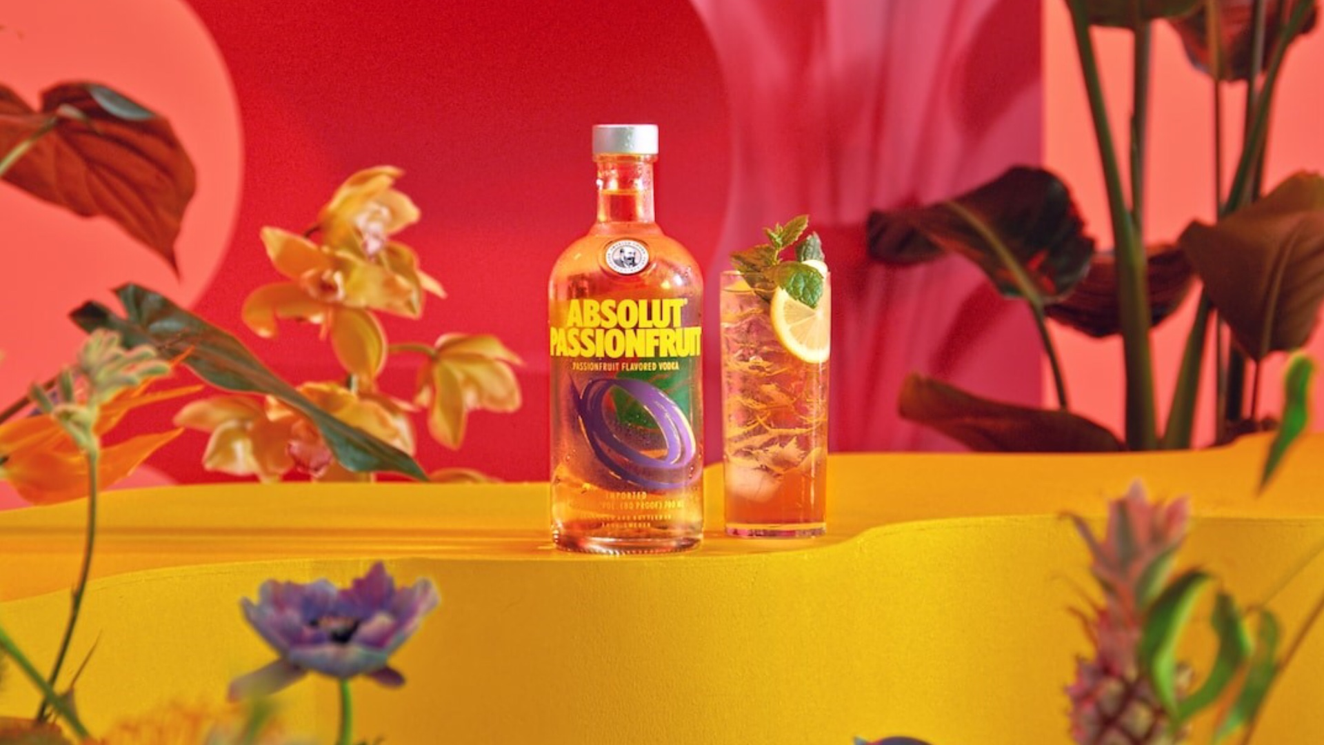 Autumnal cocktail inspo to leave you shaken and stirred! Absolut Passion Fruit.